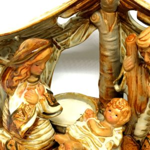 Natività con capanna in ceramica particolare